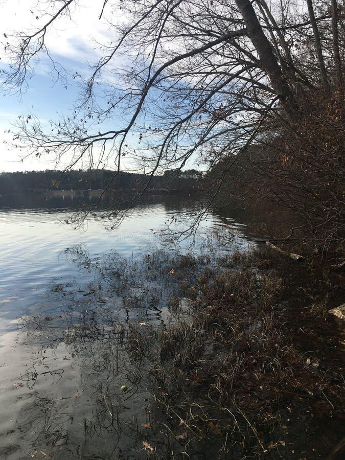 Por el lago fotos de archivo