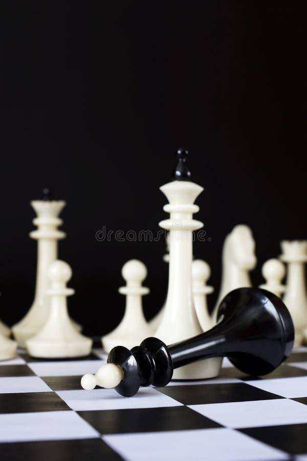 porażki victory szachy pokonujący królewiątko fotografia stock