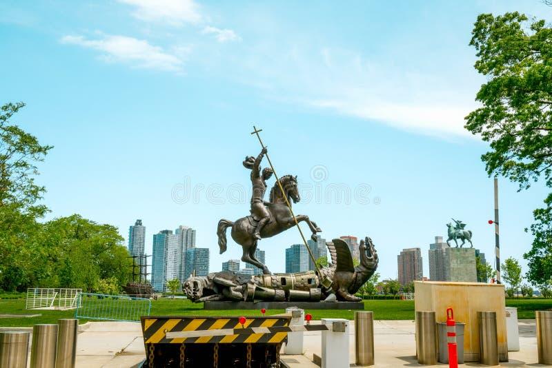 Porażki Zła statua Na zewnątrz Narody Zjednoczone budynku w Miasto Nowy Jork zdjęcie stock