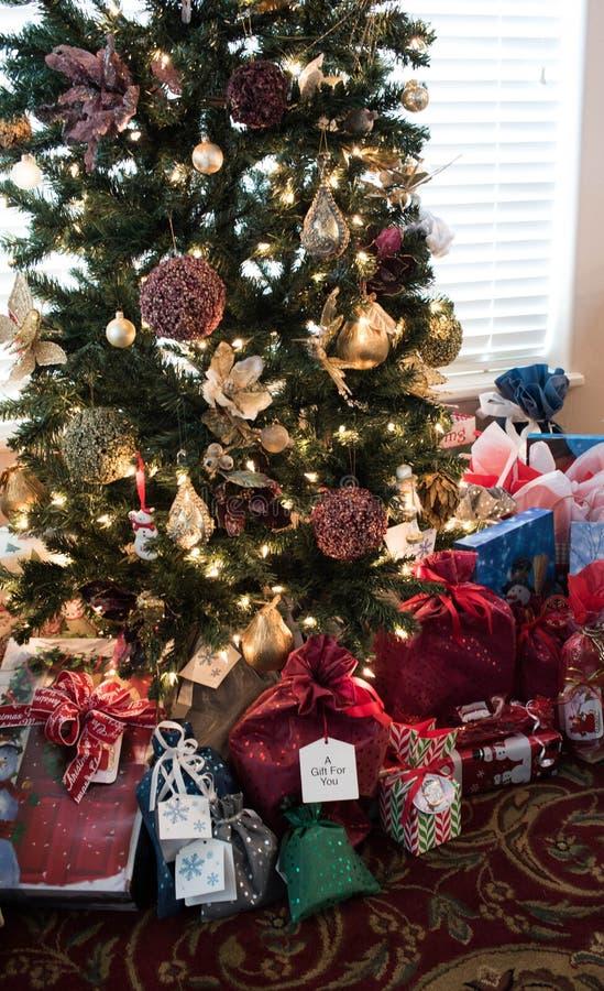 Poranek Bożonarodzeniowy Zaskakuje Zawija i Przygotowywa obrazy stock
