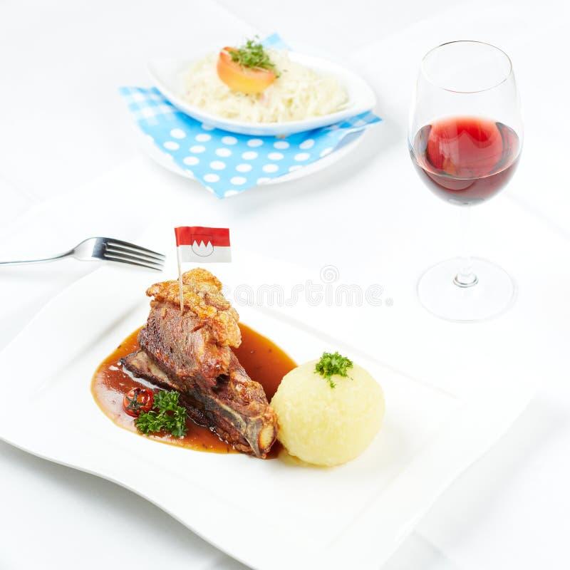 Porc allemand de crépitement photographie stock libre de droits