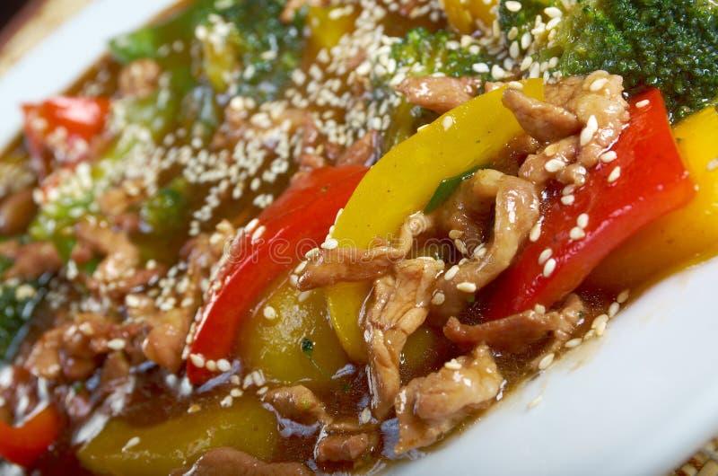 Porc avec de la sauce, l'ananas et le poivre doux au goût âpre photo libre de droits