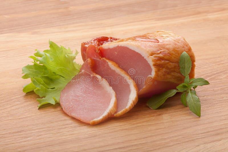 Porc balyk sur le conseil en bois photos stock