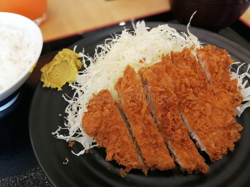 Porc cuit à la friteuse croustillant avec du riz images libres de droits