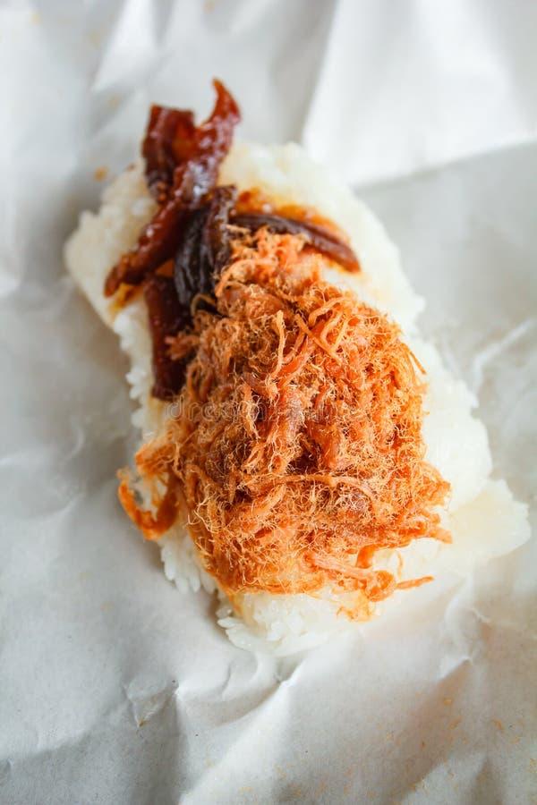 Porc déchiqueté par bonbon sur le riz collant supérieur photos libres de droits