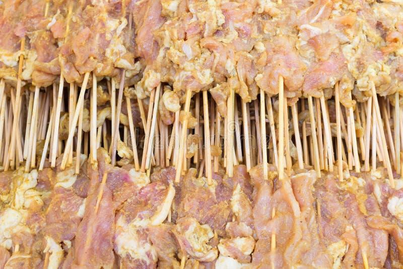 Porc dans le barbecue de attente de bâton en bambou photos libres de droits