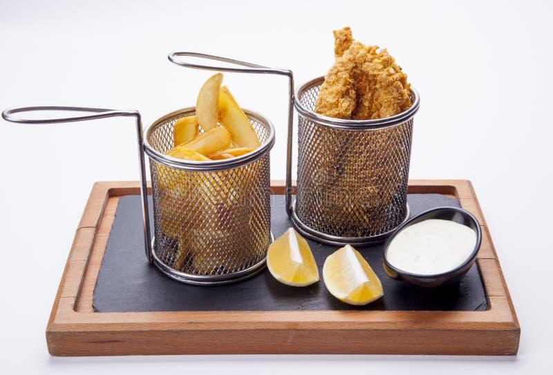 Porc et Fried Potato grillés délicieux avec de la sauce et le citron o image stock