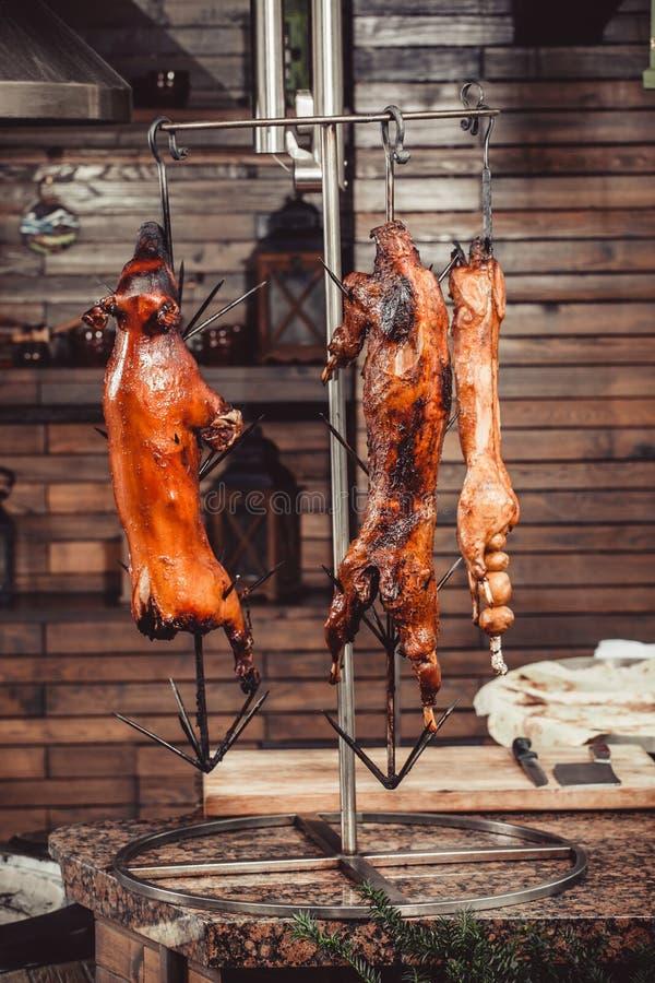 Porc grillé, lapin rôti, agneau traditionnel, gril chaud de tandoor image stock