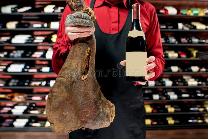 Porc lancé avec du vin images libres de droits
