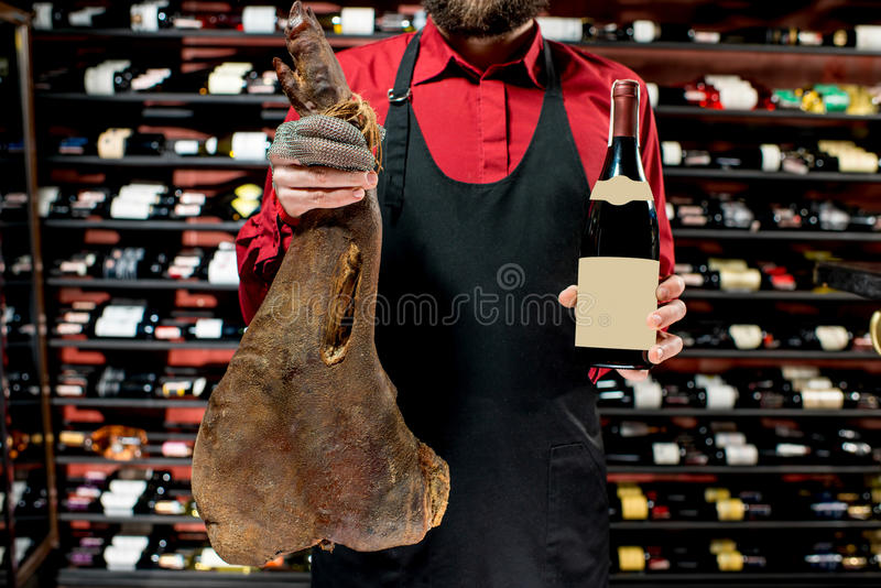 Porc lancé avec du vin photographie stock