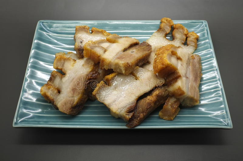 Porc rayé cuit à la friteuse, lard asiatique de style images stock
