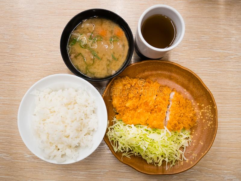 Porc Tonkatsu réglé - nourriture japonaise image libre de droits
