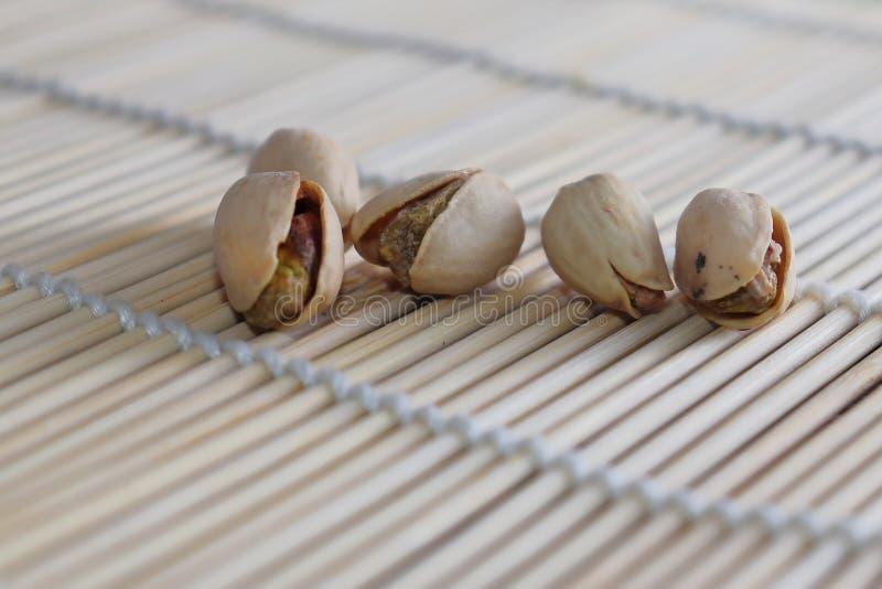 Porcas de pistache - um símbolo da riqueza na Pérsia antiga fotos de stock