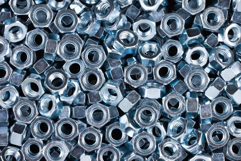 Porcas do metal do hexágono no fundo preto fotografia de stock