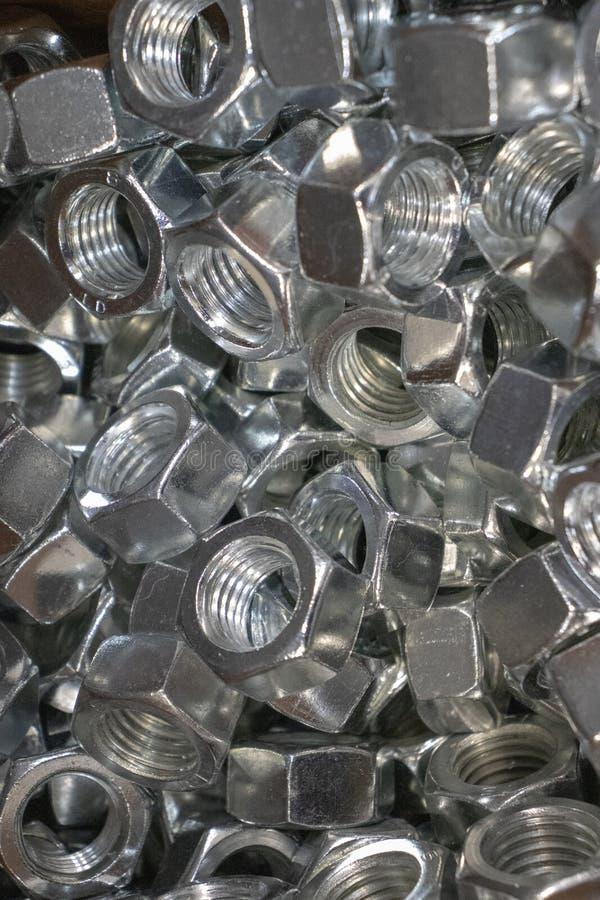 Porcas do metal para o ferro de conex?o e as pe?as de madeira imagens de stock