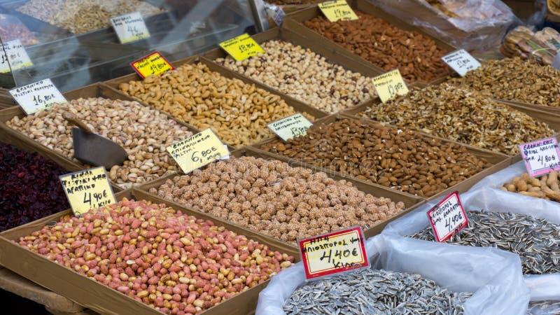 Porcas que estão sendo vendidas no mercado central em Atenas fotografia de stock royalty free