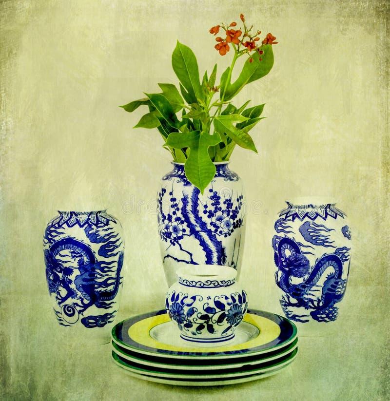 Porcelaine chinoise de vintage avec la fleur images stock