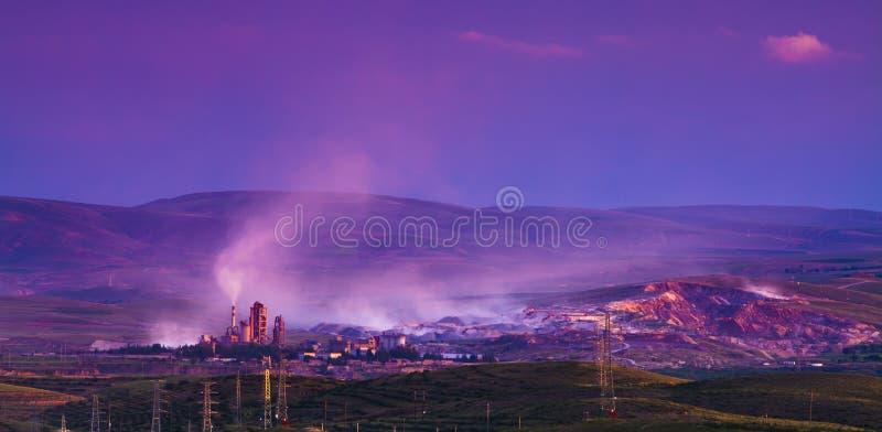 Porcelaine de coucher du soleil de montagne de centrale de la colle photos stock