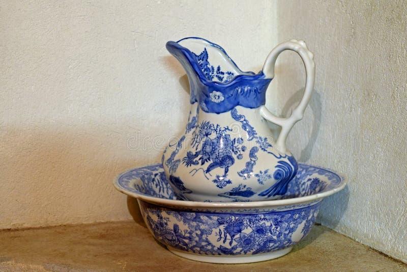 Porcelana basen i dzbanek zdjęcia royalty free