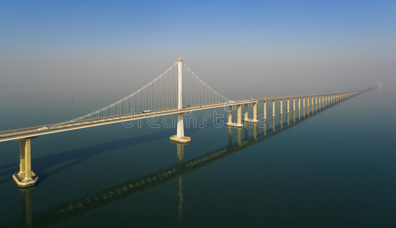 Porcelana de qingdao do bridg de Jiaozhouwan foto de stock