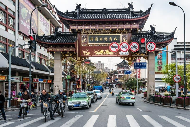 Porcelana velha de shanghai da cidade de Fang Bang Zhong Lu foto de stock royalty free