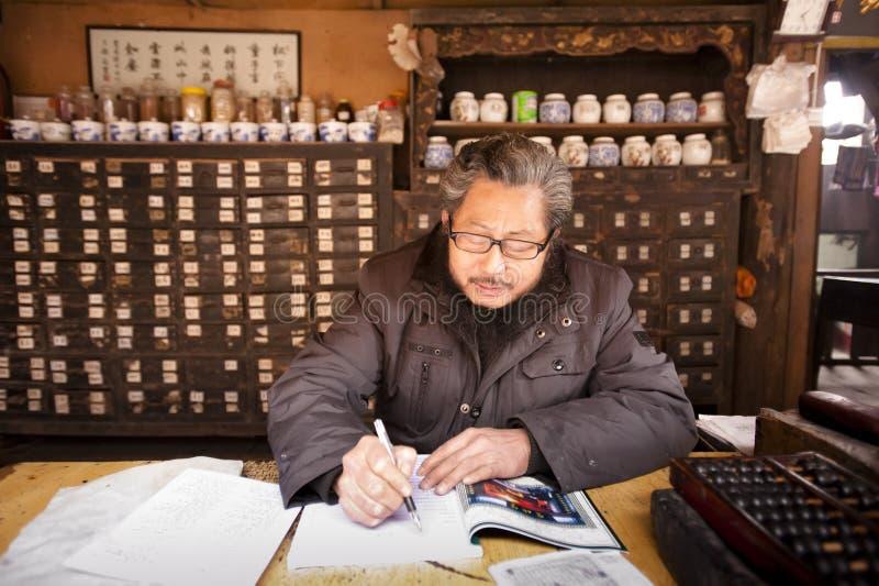 porcelanowa chińczyka lekarki medycyna tradycyjna obraz royalty free
