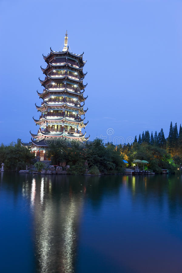 porcelanowa Guilin księżyc pagoda fotografia royalty free