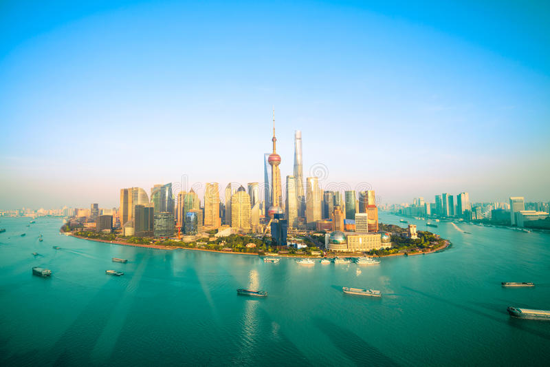 Porcelanowej metropolii, Shanghai linia horyzontu obrazy royalty free