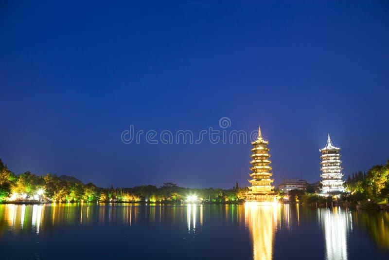 porcelanowy Guilin księżyc pagód słońce zdjęcie stock