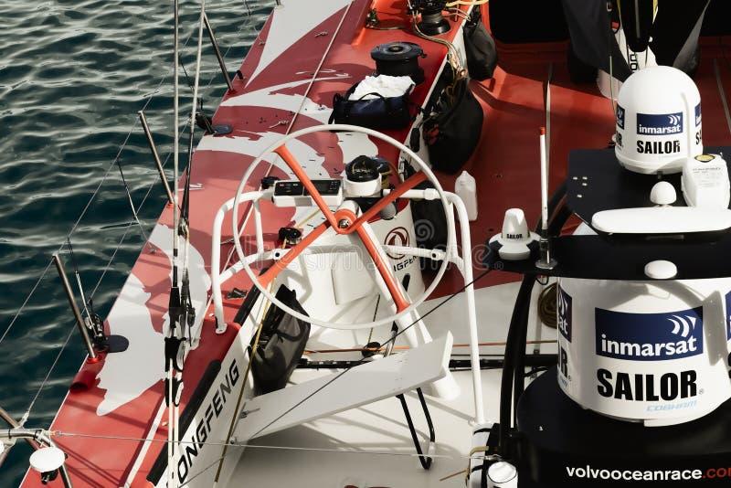 Porcelanowy ` s tylko żeglowania łodzi ` Volvo oceanu 65 Dongfeng ` w Kapsztad fotografia stock