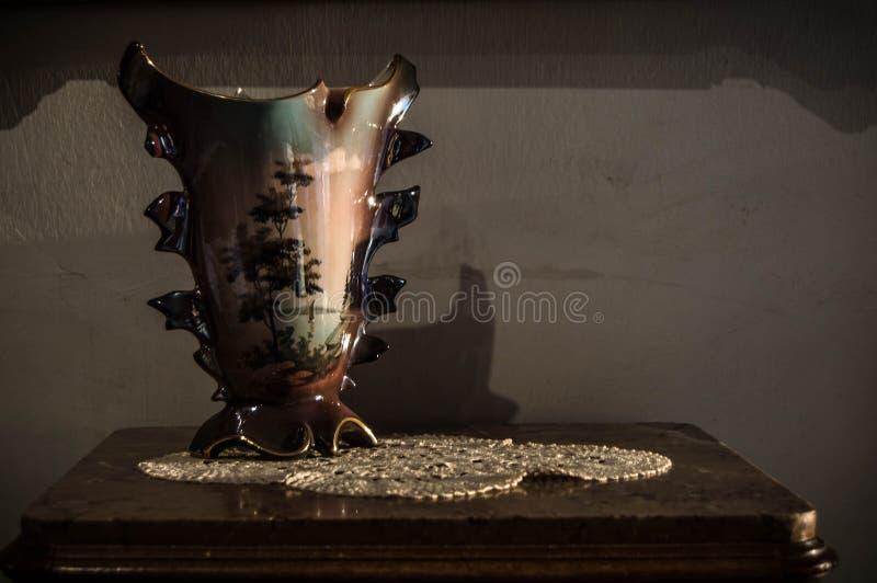 Porcelany waza w starej fotografii obrazy stock