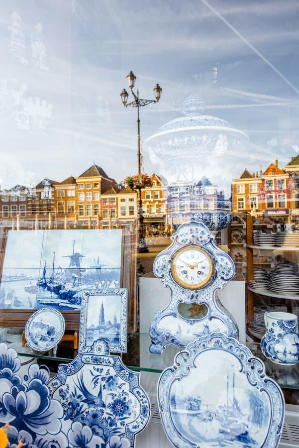 Porcellana blu nella città di Delft fotografia stock