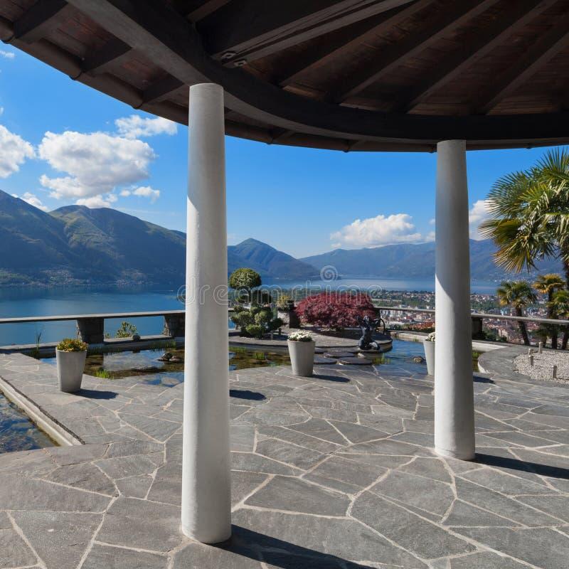 Porche d'une villa photographie stock