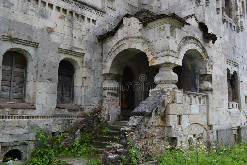 Porche dans le gorodok abandonné de Feodorovsky photographie stock libre de droits