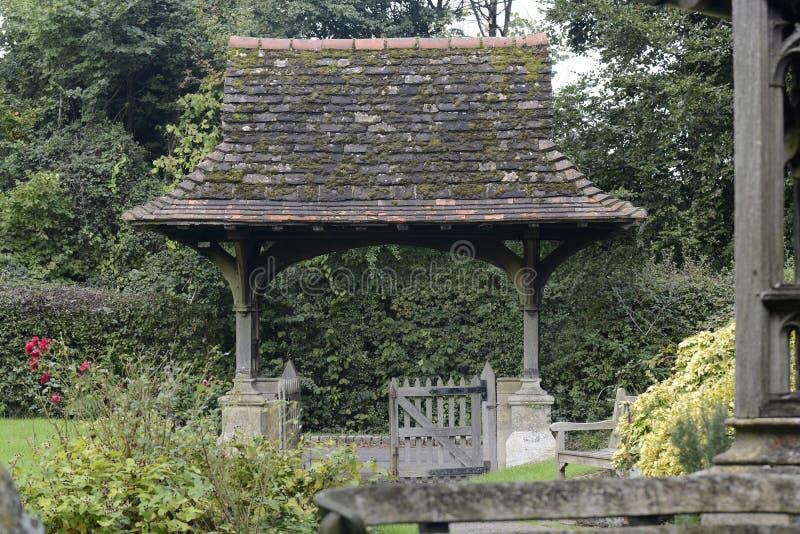 Porche de cimetière chez Leigh dans Surrey. Angleterre images libres de droits
