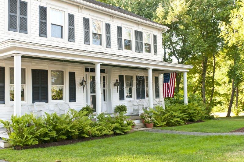 porche de maison de campagne image stock image du centrale porche 20633135. Black Bedroom Furniture Sets. Home Design Ideas