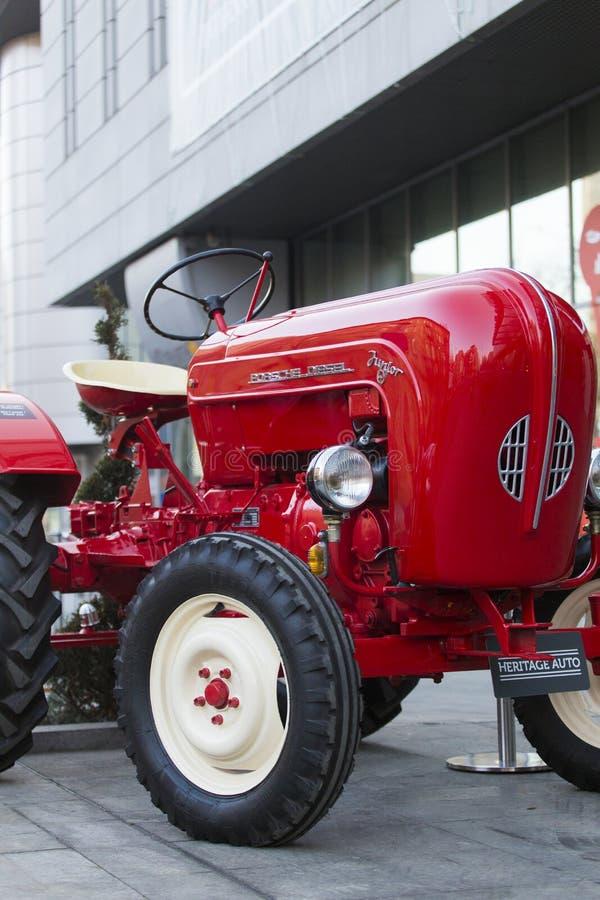 Porche Junior traktor arkivbilder