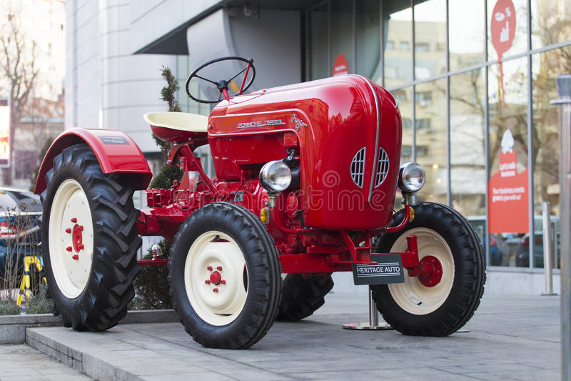 Porche Junior traktor royaltyfri fotografi