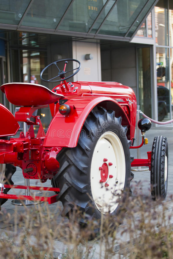 Porche Junior traktor arkivfoton
