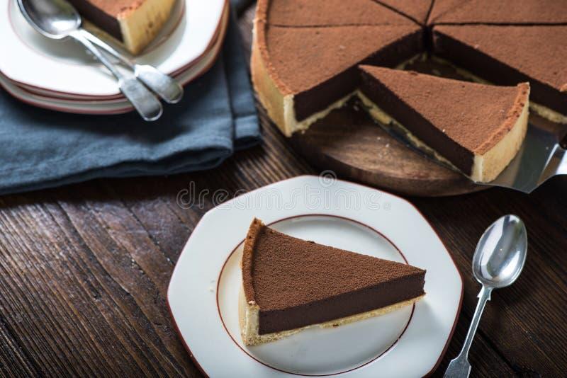 Porción de agravio o de torta del chocolate imagenes de archivo