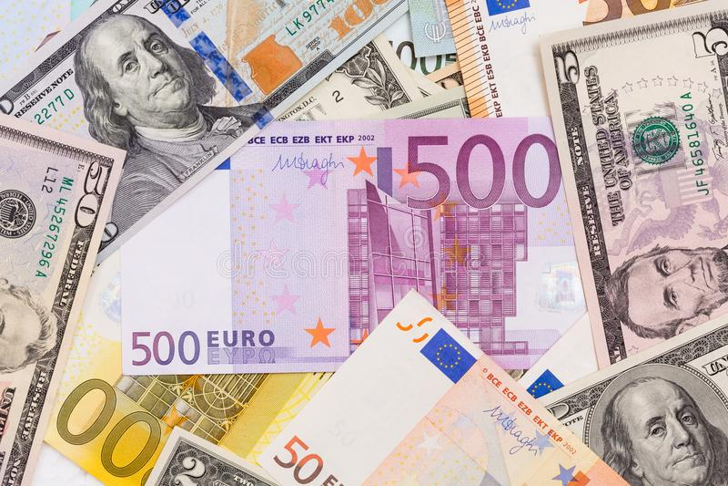 Porción de dólares y de euros Fondo y textura foto de archivo libre de regalías