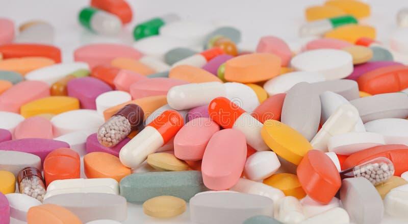 Porción de diversas píldoras imágenes de archivo libres de regalías