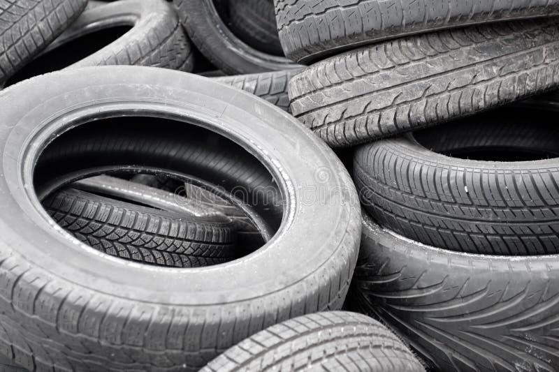 Porción de neumáticos viejos fotos de archivo libres de regalías