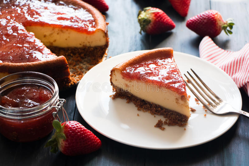 Porción de pastel de queso hecho en casa fotos de archivo libres de regalías
