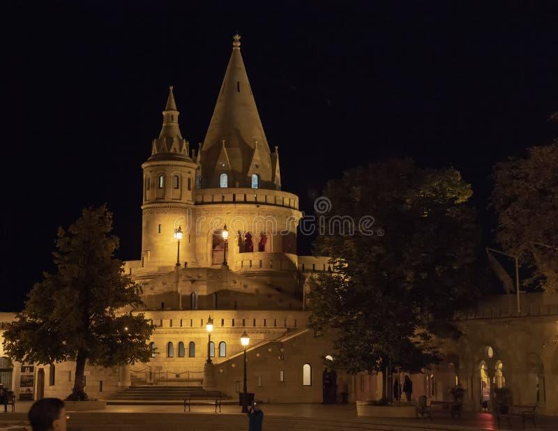Porción del bastión en la noche, Budapest, Hungría del pescador imágenes de archivo libres de regalías