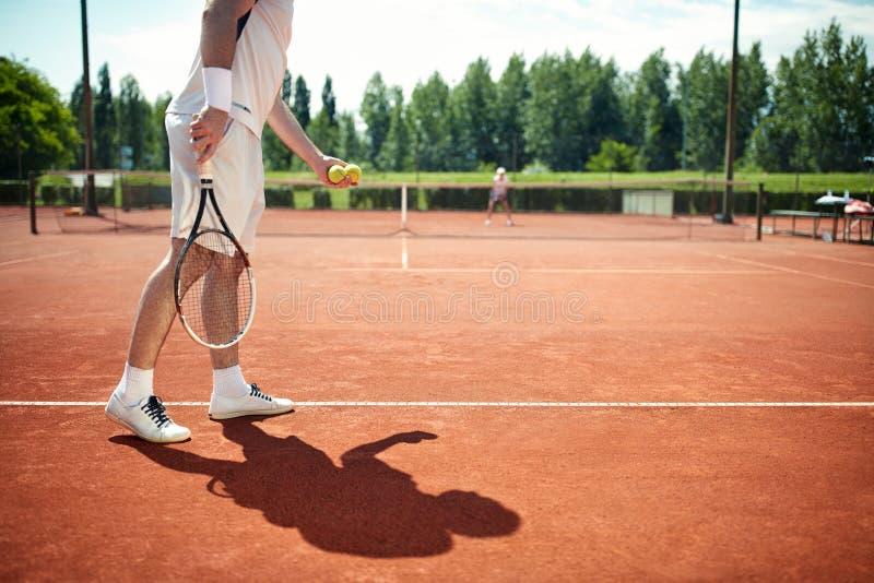 Porción del comienzo del jugador de tenis imagenes de archivo