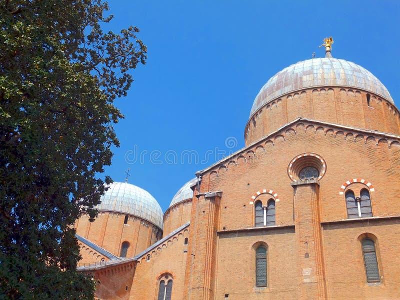 Download Porción Del Tejado De La Basílica De St Anthony En Padua Imagen de archivo - Imagen de exterior, paisaje: 41918307