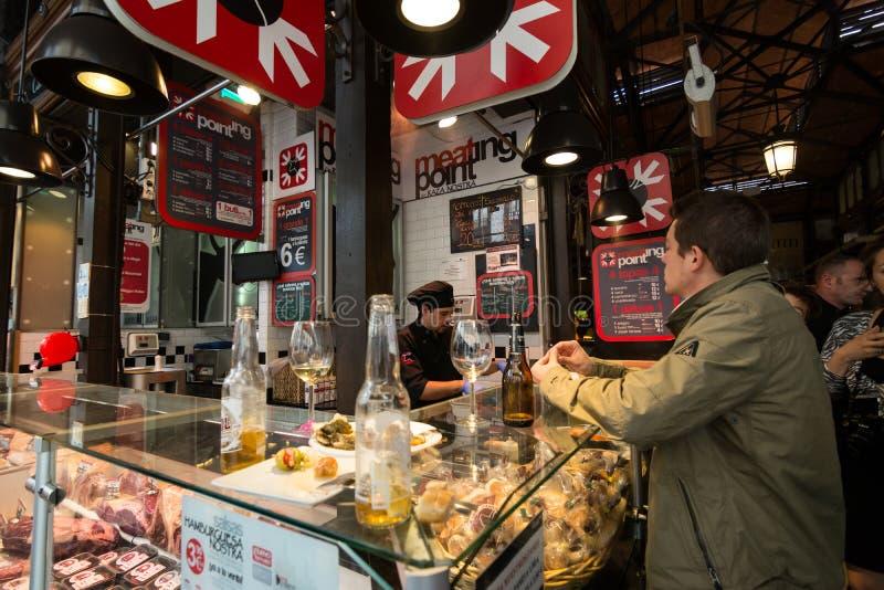 Porcj tapas w San Miguel rynku, Madryt obrazy stock