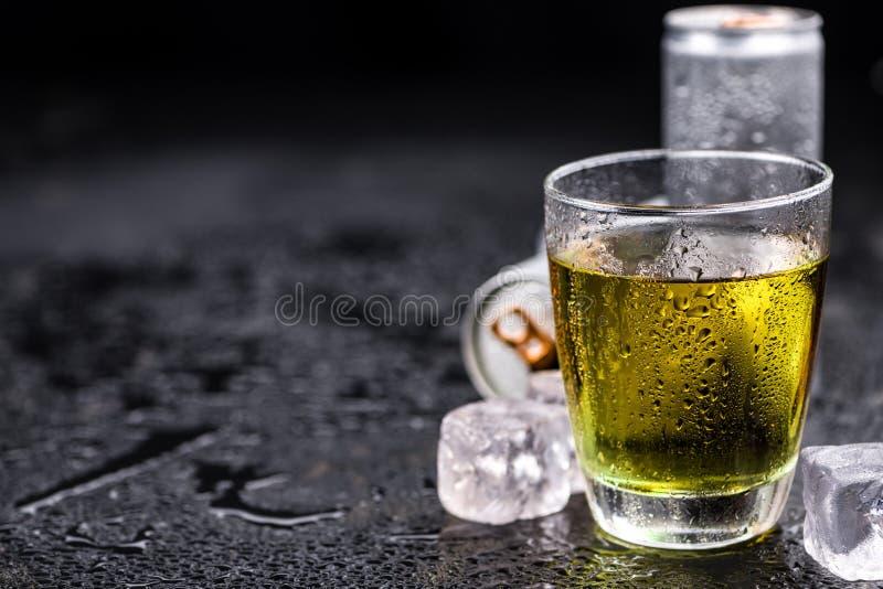 Porcja Energetyczni napoje, selekcyjna ostrość obrazy stock