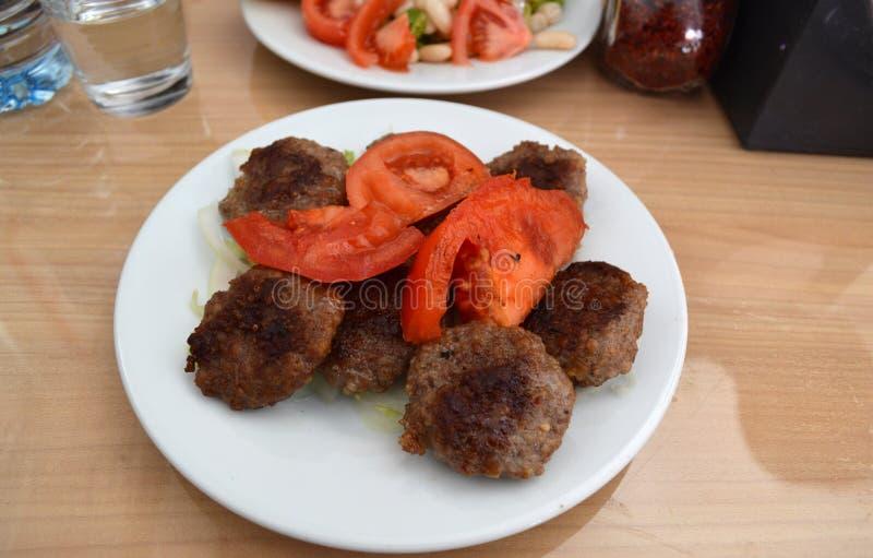 Porcja Karmowy Köfte w Kirklareli, Turcja obrazy stock